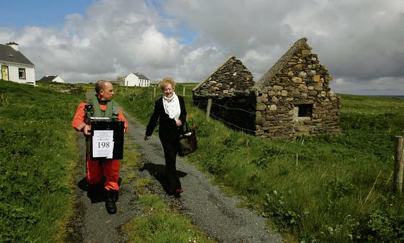 Sgt Val Murray assists Carmel McBride, presiding officer for Inishbofin