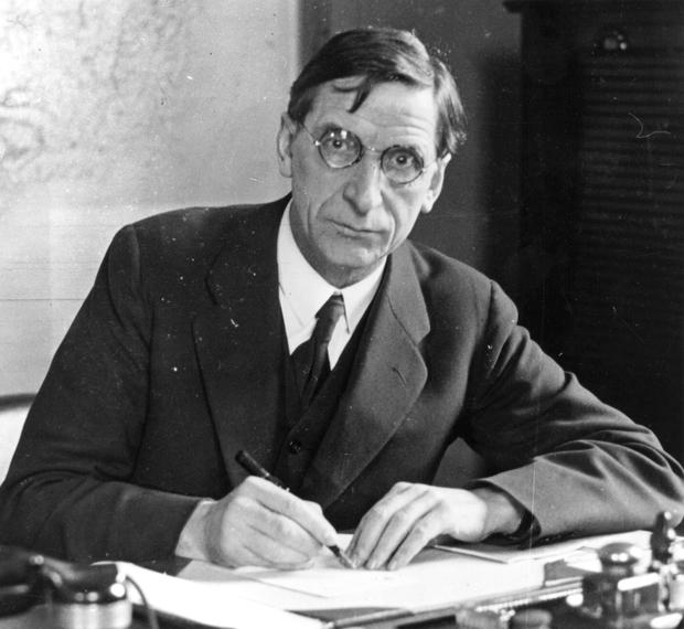 Split: De Valera walked out of the Dáil in 1922 with fellow anti-Treaty TDs