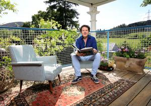Diarmuid says bringing a two-seater sofa and a Persian rug out on to decking can add a bohemian look. Photo: Frank McGrath