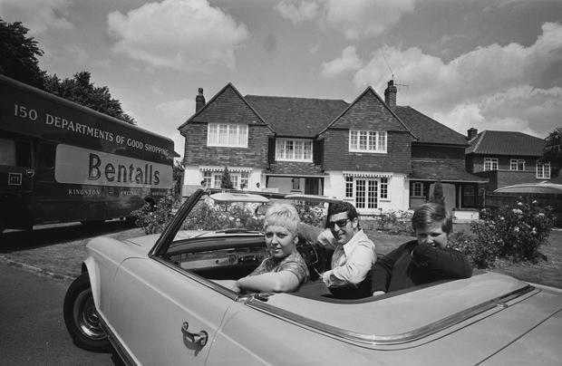 Tom Jones with wife Melinda and their son, Mark, as they move into their new home in Sudbury, 1967. Photograph: Len Trievnor/Express/Hulton Archive/Getty Images