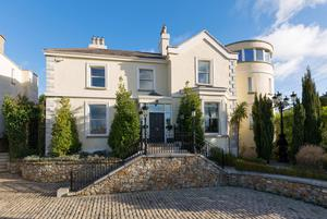 Brentwood - FOR SALE: €3.995m