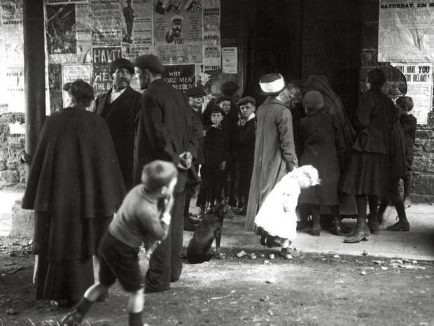 Survivors from the 'Lusitania', which was hit by a U-boat torpedo, standing outside the town hall in Cobh, County Cork