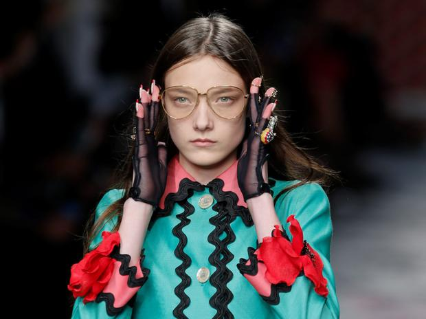 A model wears the Deirdre Barlow-esque Gucci specs