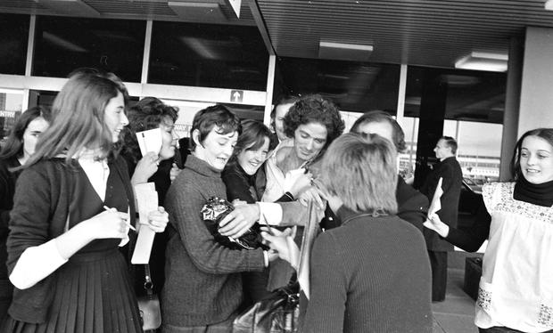 Gilbert O'Sullivan is swamped by fans at Dublin airport in 1972
