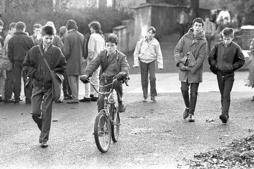 Flashback: Students arrive back at Coláiste Éanna on the Ballyroan Road, Rathfarnham after their mid-term break, days after Philip Cairns went missing.
