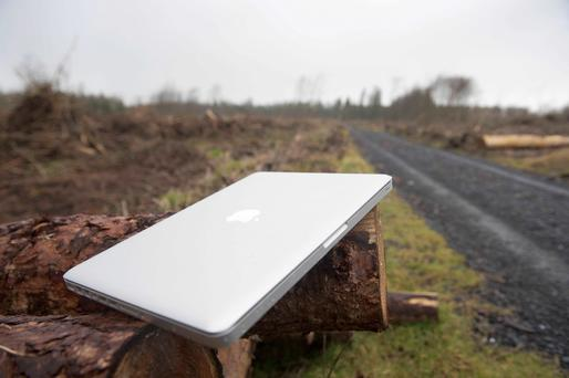 Thousands March in Support of Apple Data Center in Ireland