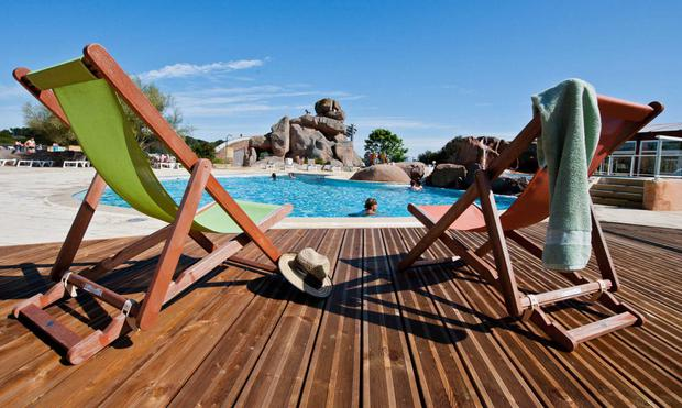 The five-star Le Ranolien campsite is right on the coast, in the heart of pink granite country