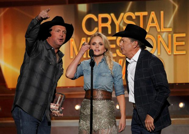 American idols: Garth Brooks (L), Miranda Lambert and George Strait sing