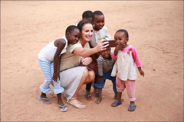 Lorraine takes a selfie with children from Kurio village