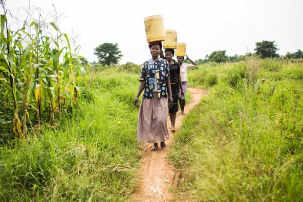 Help: A water carrier in Uganda