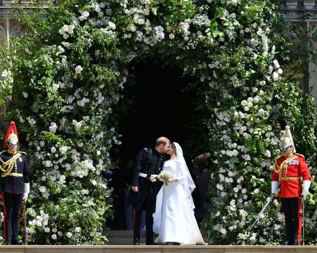 Harry and Meghan's floral archway is now the must-have arrangement for millennial weddings