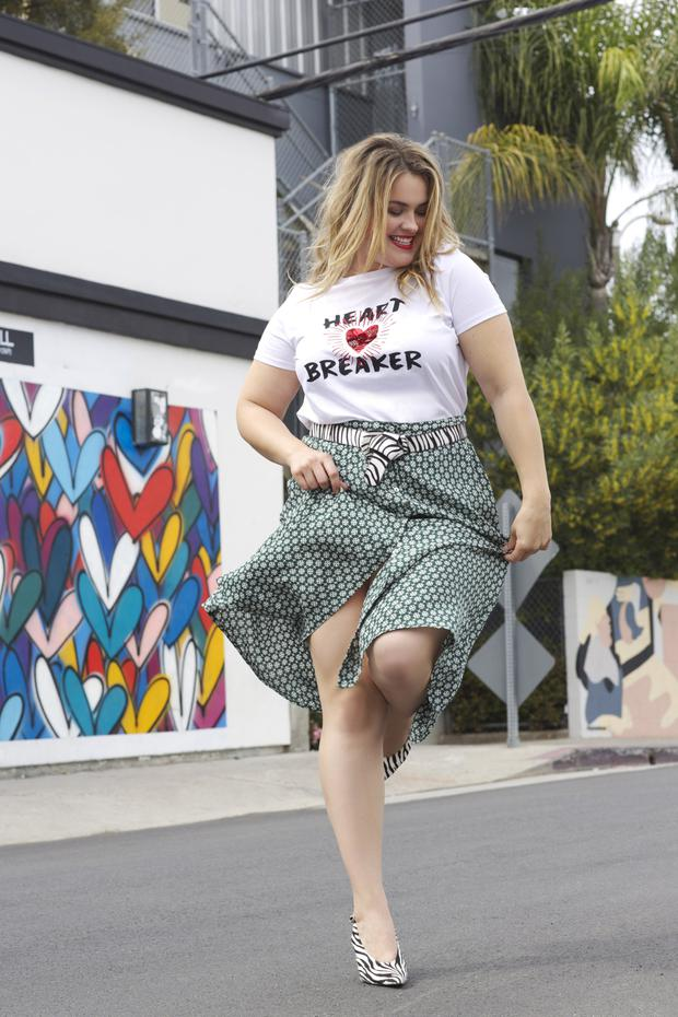 T-shirt, €20, V by Very Curve. Midi skirt, €50, Monsoon Curve. Belt, €25; shoes, €48, all V by Very. Earrings, €15, Monsoon