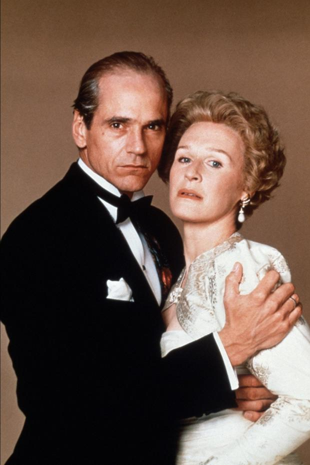Jeremy Irons and Glenn Close as Claus and Sunny in the 1990 movie Reversal of Fortune