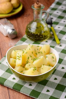Potatoes with oil and chives