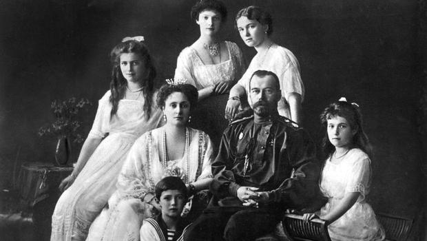 Tsar Nicholas II of Russia with his wife Alexandra and their five children Olga, Tatiana, Maria, Anastasia and Alexis in 1913. Photo: Getty Images