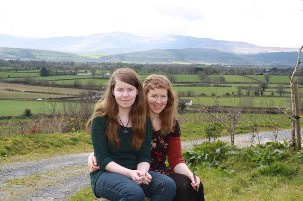 Saffron Wells (14) from Carrick-on-Suir, Co Tipperary with her mum, Rose. Photo: James Flynn/APX.