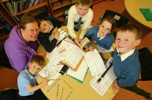 Hitting the books: Eithne Day with her five children, Cathal (5), Michael (11), Sam (9), Belle (6) and Mathew (8) as they do their homework at Scoil Mhuire, Coolcotts. Photo by Patrick Browne
