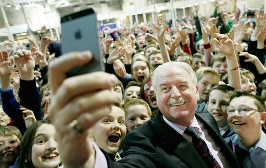 Quiz master Marty Whelan taking a selfie at the 2014 All Ireland Credit Union Schools Quiz with hundreds of schoolkids in the RDS Dublin.