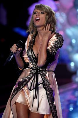 Taylor Swift sings at a Victoria's Secrets fashion show.