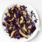Fried pears with roast red onions