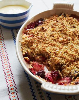Blackberry and apple crumble from Kirstie's Real Kitchen by Kirstie Allsopp, published by Hodder & Stoughton on 7th September, £25. Photography by Rita Platts © Hodder & Stoughton 2017.
