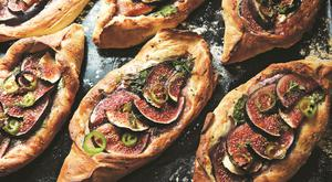 Fig and feta pide