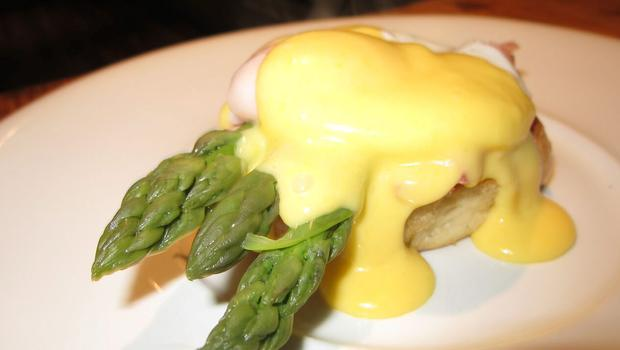 Asapagus spears and eggs benedict