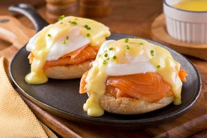 Paoched eggs with smoked salmon