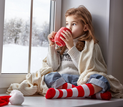 Flake out: Have a hot chocolate and enjoy the snow with the kids. Stock Image
