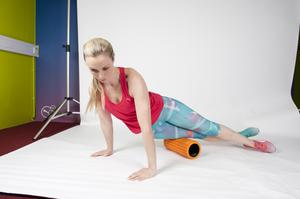 IT BAND 2/ Roll up by using your hands to walk your body towards your hips, then roll back down towards but not on the knees. Repeat numerous times. If it is your first time doing this, you may find your IT band particularly tight and uncomfortable, but it will ease after a few attempts