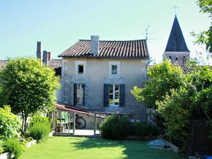Saint Severin, France: €105,000