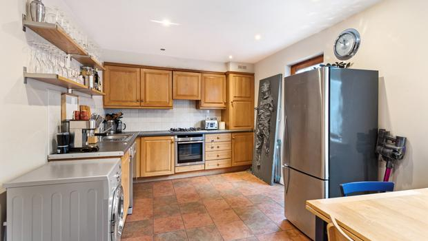 Kitchen with Mark in carbonite