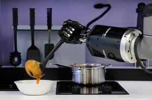 Robot Kitchen by Moley dishes up