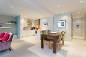 The kitchen and dining area at 18 Lower Baggot Street