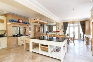 Kitchen/dining room with marble worktops and island unit