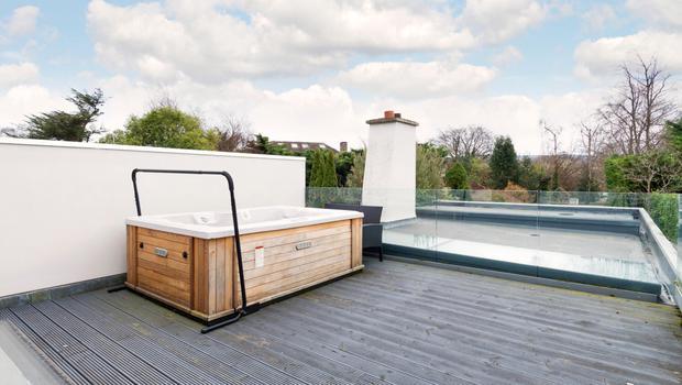 The hot tub on the roof terrace