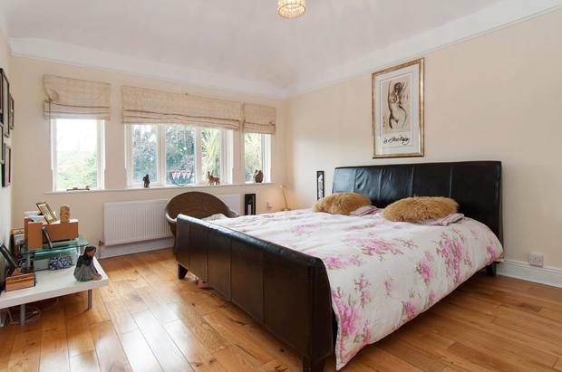 One of the double bedrooms in Avalon