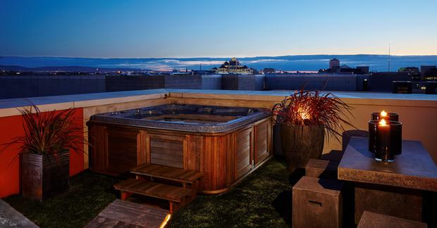 The hot tub on the balcony