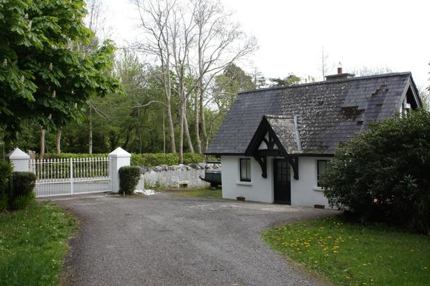 The gate lodge entrance at Templecarraig House
