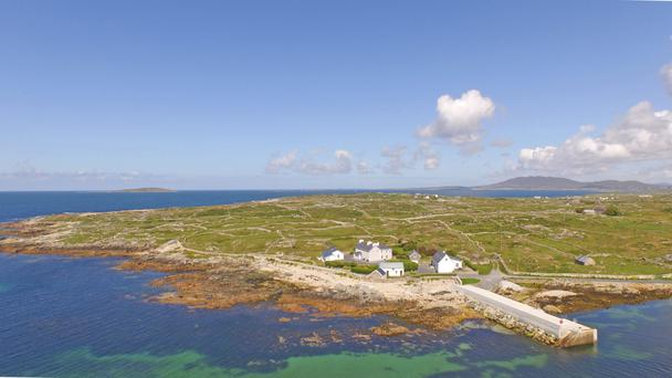 Brú na Mara is a large complex of houses, set on 24 acres right beside Mace Pier