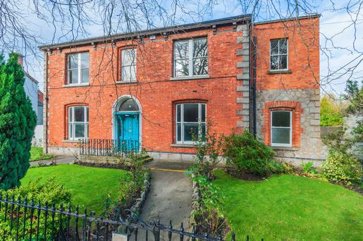 The property is situated in one of the most sought-after locations in Dublin, close to Baggot Street with its village feel and great restaurants.