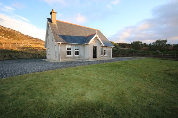 This well-maintained, detached holiday home is situated on the Wild Atlantic Way.