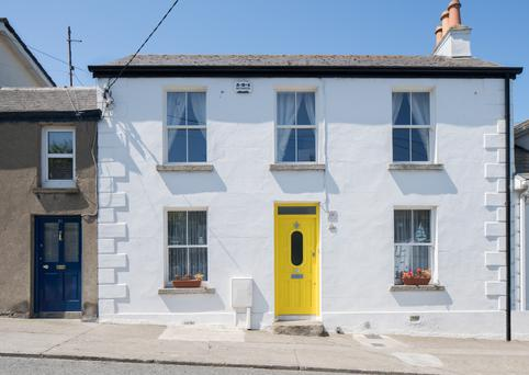 30 Main Street is a modest street-fronting house conveniently located to the Dart station, harbour and Howth Castle.