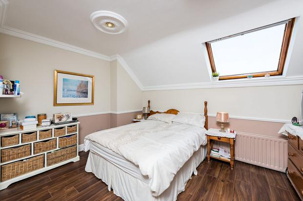Double bedroom with a skylight