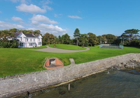 Sandymount House is on 2.5 acres of grounds, mostly in lawn, it includes a brick pavilion for outdoor recreation and a tennis court