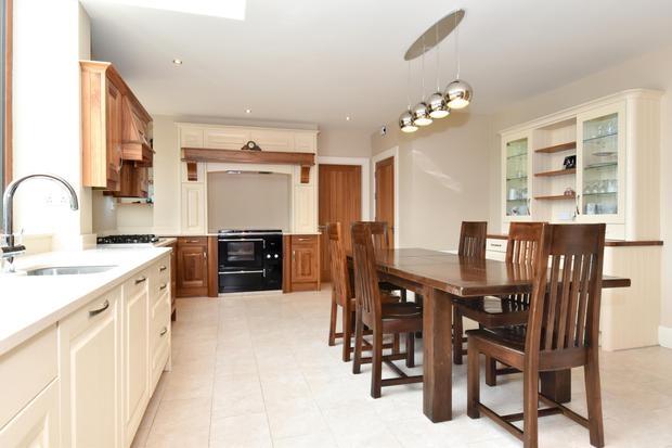 The kitchen has oak-fitted cabinets and quartz countertops