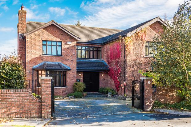 14 The Old Golf Links is a detached red-brick property