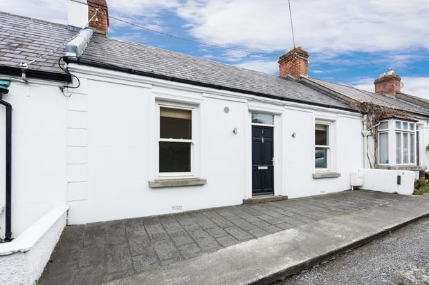 The Cottage, Which Is 1,141 Sq Ft, Has Two Bedrooms On Either Side Of