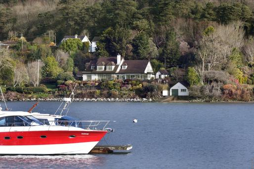 Strand Lodge is situated on the edge of the Owenabue Estuary with views across to Crosshaven and its marina