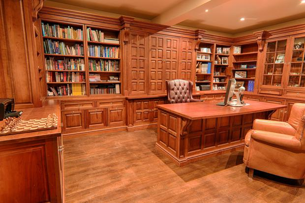 The library/study has fitted bookcases